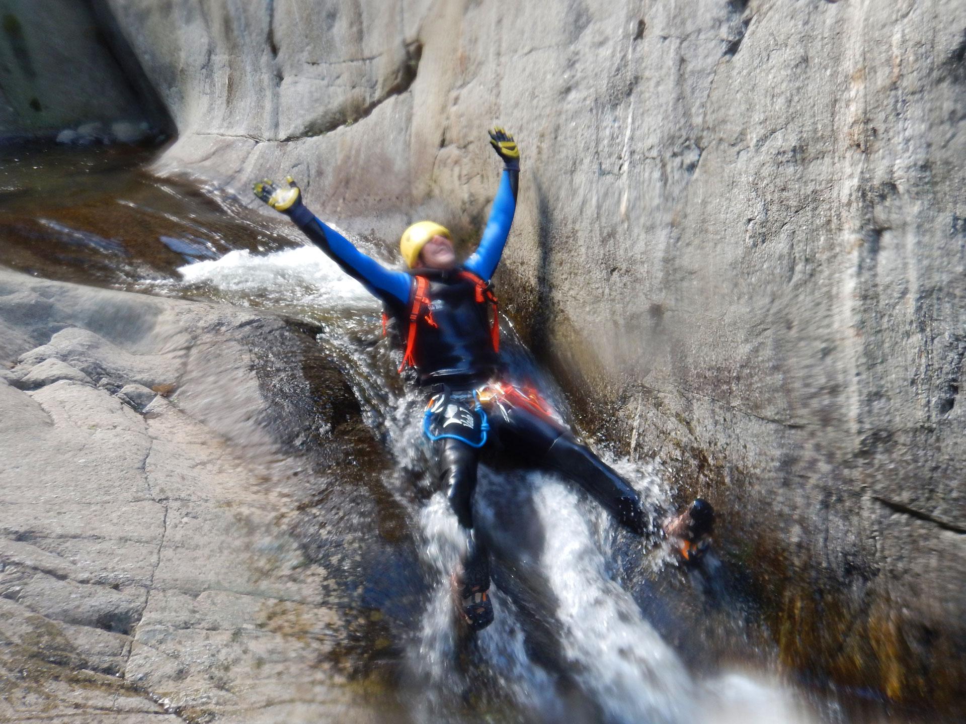 Canyoning en Ariège, Toboggan au canyon de llech dans les Pyrénées Orientales - Vertikarst